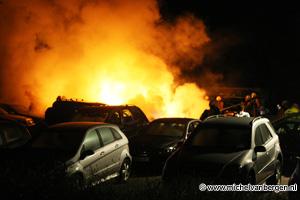 Foto Auto's uitgebrand bij van Wijk Mercedes Dealer in Haarlem