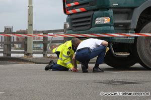 Foto Dodelijk ongeval met scootmobiel op Waarderbrug in Haarlem