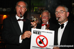 Foto Brandweer blust laatste sigaar in Haarlemse kroeg