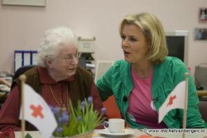 Foto's Irene Moors reikt Valentijn award uit