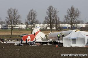 foto's Onderzoek vliegramp Schiphol in volle gang