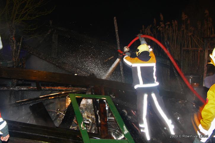 Foto Drie schuren verwoest na brand in Penningsveer