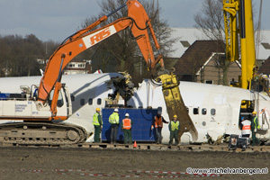 Pictures salvage airplane wreck Turkish Airlines