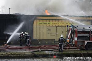 Foto Zeer grote brand in de koopjeshal aan de Zwanenburgerdijk