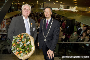 Foto Koninklijke onderscheiding voor Herman Bax