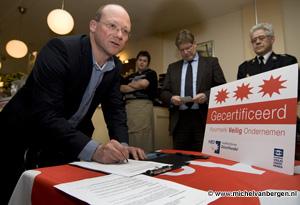 Foto Winkelcentrum Cronjestraat krijgt Keurmerk Veilig Ondernemen
