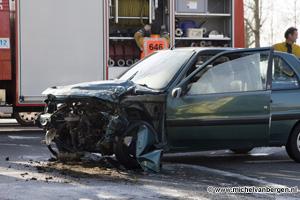 Foto Zwaar ongeval op hoek Broekeroog - Rijksweg in Velserbroek