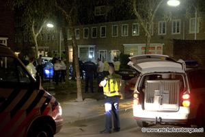 Foto Voetbalsupporters uit Limburg staande gehouden in Tafelbergstraat