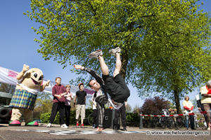 Foto Simon Kuipers opent Nationale Sportweek in Generaal Cronjestraat