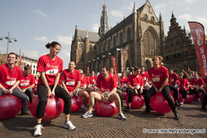 Foto Skippyballen verdringen terrasjes op Grote Markt Haarlem
