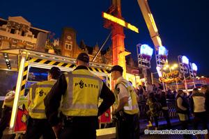 Foto Nieuwe Booster Maxxx attractie loopt vast op kermis Grote Markt Haarlem