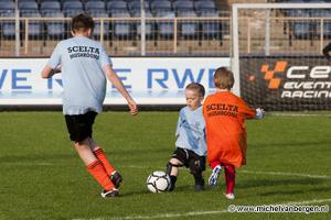 Foto G-teams NVC uit Naarden en CJVV uit Amersfoort spelen in Haarlem