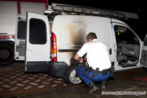 Foto Buurtbewoner kan autobrand voorkomen