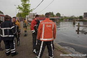 Foto Opnieuw olie vervuiling in het Spaarne van Haarlem