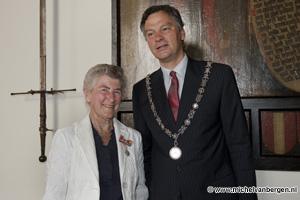 Foto Negentien lintjes in de Gemeente Haarlem