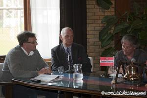 Foto Onthulling foto Gerrie Kleton in bestuurskamer HFC Haarlem
