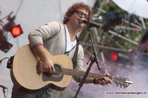 Foto's Optreden Guus Meeuwis tijdens bevrijdingspop in Haarlem