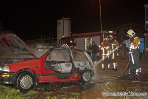 Foto Auto gaat in vlammen op bij het Van der Aart Sportpark
