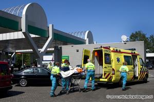 Foto Scooterrijder ernstig gewond na aanrijding op Parallelweg