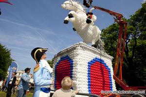 Foto Ballonnenspektakel voor provinciehuis Noord Holland