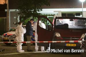 Foto Vermoedelijke steekpartij in de Roerstraat in IJmuiden