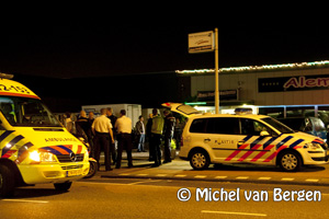 Foto Vechtpartij op Turkse bruiloft bij partycentrum Alem in Beverwijk