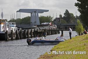 Foto Lijk gevonden in het water aan de Noord Schalkwijkerweg in Haarlem