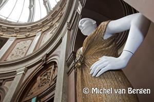 Foto Edwin Oudshoorn presenteert Haute Couture in Teylers Museum