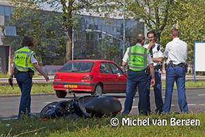 Foto Twee meisjes gewond bij scooterongeval Oudeweg Haarlem