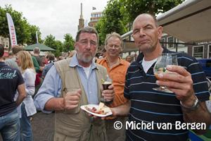 Foto Bierfestival op de Botermarkt in Haarlem groot succes