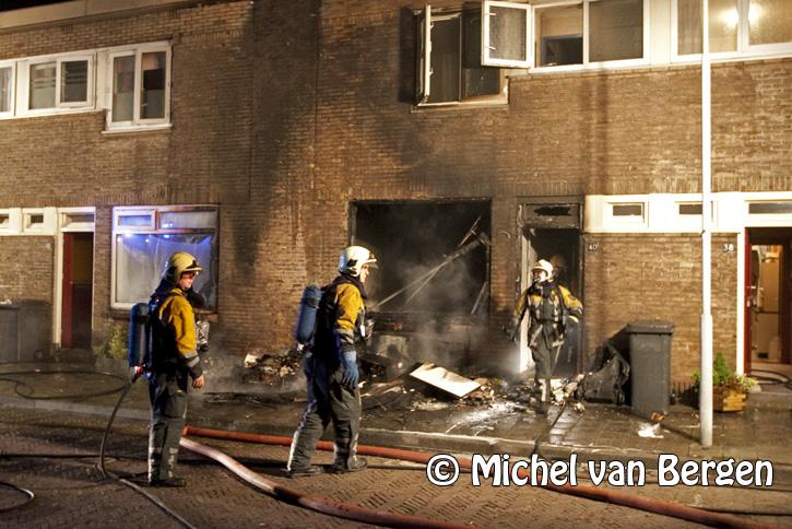 Woning gouwstraat loopt aanzienlijke schade op na afval brand voor huis - Gerenoveerd huis voor na ...
