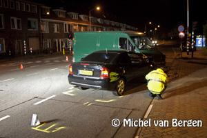 Foto Vier personen gewond bij ongeval tussen auto en busje Jan Gijzenkade / Vondelweg