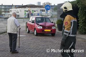 Foto Bejaarde vrouw ramt schuur Jan Palachstraat Haarlem