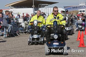 Foto Ook politie doet mee aan scootmobielrace op het Circuit Park Zandvoort