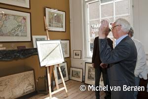 Foto Wethouder Chris van Velzen opent Monumentaal Haarlem 'op de kaart'