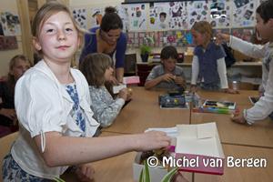 Foto Presentatie DVD Monumentale verhalen uit Haarlem bij basisschool De Kring aan de Parklaan