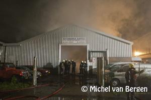 Foto Zeer grote brand bij garagebedrijf Industriekade in Sassenheim