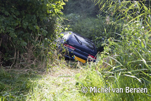 Foto Vlak voor je 85e verjaardag met de auto de sloot in en je rijbewijs kwijt (Meijerslaan Heemstede)