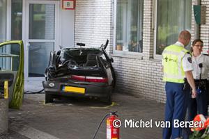 Foto Zwarte Suzuki Swift in het Rode Kruis Ziekenhuis geparkeerd