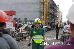 Foto Twee bouwvakkers gewond na vallende steigerpijp bij Kleine Houtweg in Haarlem
