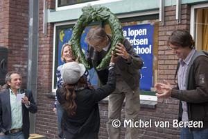 Foto Vrolijke aftrap actie auto's weren bij scholen Dr H Bavinckschool Haarlem