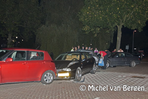 Foto Bestuurder vlucht na ongeval waarbij 5 geparkeerde auto's beschadigd raken op Zomervaart Haarlem