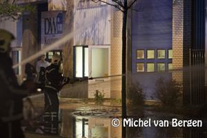 Foto Zeer grote brand bij DV Kozijnen aan de Taanderstraat in Katwijk