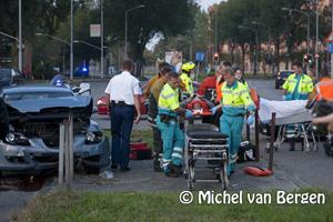 Foto Twee gewonden bij forse aanrijding Prins Bernardlaan Haarlem