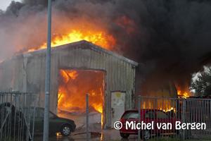 Foto Grote brand Heining Amsterdam (industrieterrein Westelijk Havengebied) bij autobedrijf