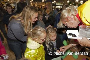 Foto Kinderen lopen over elkaar bij Bling Bling middag Dekamarkt Haarlem noord