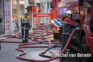 Foto Zeer grote brand bij De Tuinen in Grote Houtstraat Haarlem