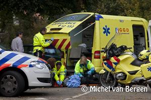 Foto 66 jarige vrouw gewond na aanrijding Bloemendaalseweg