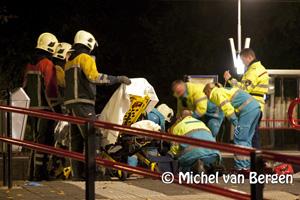 Foto Vrouw zwaar gewond na aanrijding met trein op station Santpoort-Noord
