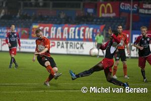 Foto FC Volendam in de slotfase voorbij HFC Haarlem
